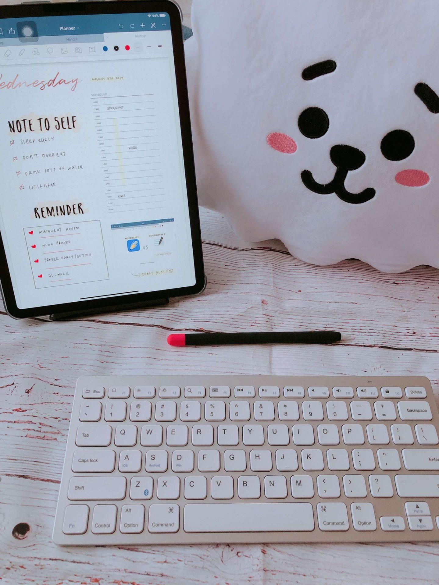 iPad Keyboard Flatlay