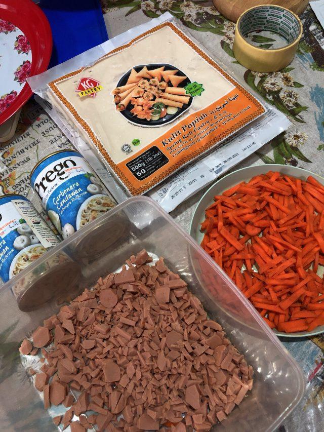 carbonara spring rolls recipe; The ingredients